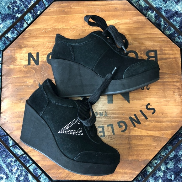 Volatile Shoes   Womens Cash Wedge